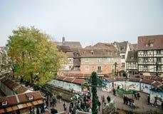 Vue aérienne de marché de Noël de Colmar dans les Frances Alsace Photos stock