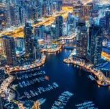 Vue aérienne de marina de Dubaï par nuit Images libres de droits