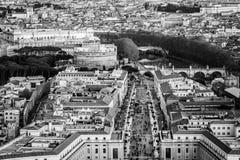 """Vue aérienne de mausolée andand de Hadrian Castle Sant de """"Angelo la route de la conciliation à l'heure d'or de coucher du soleil photographie stock libre de droits"""