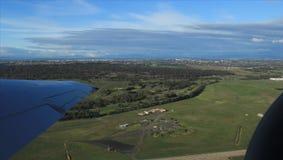 Vue aérienne de Melbourne de la distance avec des palétuviers Photographie stock libre de droits