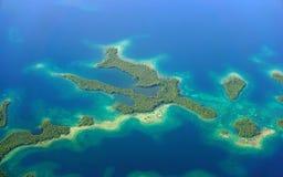 Vue aérienne de mer des Caraïbes d'îles de palétuvier Photographie stock libre de droits