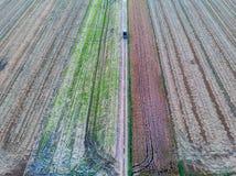 Vue aérienne de moissonneuse de riz faisant les chiffres géométriques images libres de droits