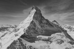 Vue aérienne de montagne majestueuse de Matterhorn en noir et blanc photo libre de droits