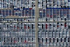 Vue aérienne de nouveau parking de stockage de voiture Images stock