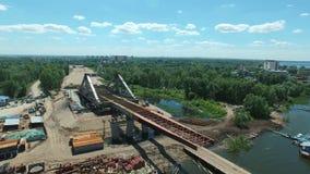 Vue aérienne de nouvelle construction de pont banque de vidéos