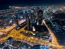 Vue aérienne de nuit de Dubaï du centre de Burj Khalifa image stock