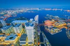 Vue aérienne de nuit du paysage urbain de Yokohama chez Minato Mirai photo libre de droits