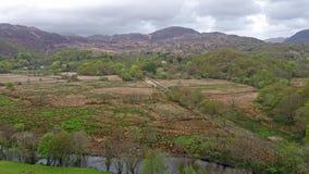 Vue aérienne de parc national de Snowdonia au Pays de Galles - au Royaume-Uni banque de vidéos