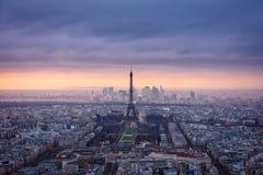 Vue aérienne de Paris au crépuscule images stock