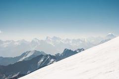 Vue aérienne de paysage de montagnes Photo stock