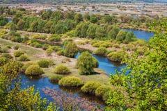 Vue aérienne de paysage sur la rivière de Desna avec les prés en crue et les beaux champs Photo libre de droits