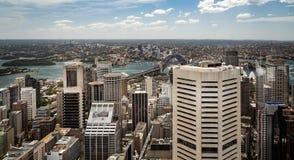 Vue aérienne de paysage urbain de Sydney Harbour Bridge et de Sydney Opera House à Sydney, Australie image stock