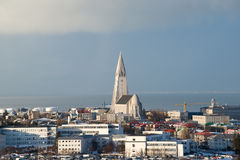 Vue aérienne de Perlan au centre d'église de Hallgrimskirkja et de ville de Reykjavik, Islande Images stock