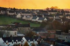 Vue aérienne de petite ville Cashel en Irlande image stock