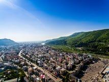 Vue aérienne de Piatra Neamt Soulagement de montagnes Image libre de droits
