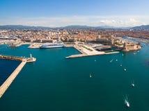 Vue aérienne de pilier de Marseille - port de Vieux, château de Jean de saint, a photographie stock libre de droits