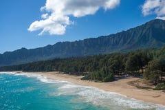 Vue aérienne de plage blanche tropicale Oahu Hawaï de Waimanalo de sable photos stock