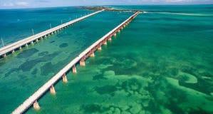 Vue aérienne de pont cassé et de route d'outre-mer en Bahia Honda photo libre de droits