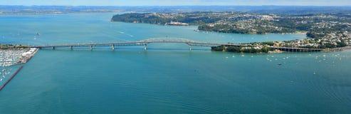 Vue aérienne de pont de port d'Auckland photos stock