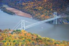Vue aérienne de pont en montagne d'ours en automne photo libre de droits
