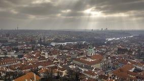 Vue aérienne de Prague dans un jour nuageux photo stock