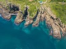 Vue aérienne de promenade côtière de Yongmeori sur l'île de Jeju, Corée du Sud Formation géologique approximative faite avec l'ér image libre de droits