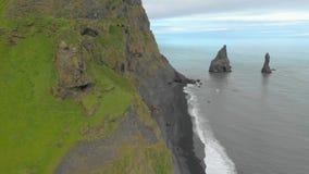 Vue aérienne de promontoire de Stokksnes banque de vidéos