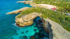 Vue aérienne de Puerto Rico Faro Los Morrillos de Cabo Rojo Plage de Playa Sucia et lacs salt dans Punta Jaguey photographie stock libre de droits