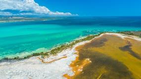Vue aérienne de Puerto Rico Faro Los Morrillos de Cabo Rojo Plage de Playa Sucia et lacs salt dans Punta Jaguey image stock
