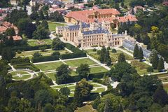 Vue aérienne de région de Lednice Valtice avec le château et un parc en Moravie du sud, République Tchèque images stock