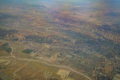 Vue aérienne de Redlands, vue de siège fenêtre dans un avion Image libre de droits