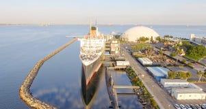 Vue aérienne de revêtement d'océan de RMS Queen Mary, Long Beach, CA Photographie stock
