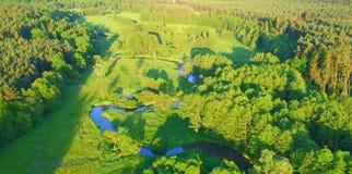 Vue aérienne de River Valley dans la belle lumière de coucher du soleil Image libre de droits