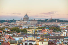 Vue aérienne de Rome avec la basilique papale de St Peter Image libre de droits