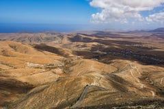 Vue aérienne de route avec des collines Image stock