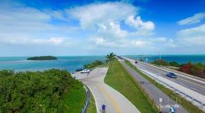 Vue aérienne de route d'outre-mer un beau jour ensoleillé, la Floride photos stock
