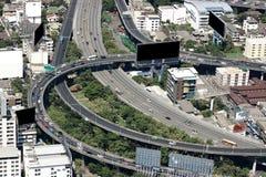 Vue aérienne de route et de bâtiments modernes à Bangkok photo libre de droits