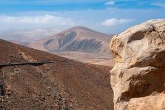 Vue aérienne de route et de montagne volcanique images libres de droits