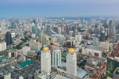 Vue aérienne de rue de Manhattan de ville de Bangkok avec des gratte-ciel Photo stock