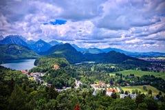 Vue aérienne de Schwangau, Allemagne sous le ciel foncé de couvée Photo stock