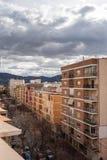 Vue aérienne de secteur residental espagnol moderne Groupe de pylônes de l'électricité image libre de droits