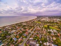 Vue aérienne de secteur suburbain côtier dans l'Australie, Images stock