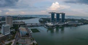 Vue aérienne de Singapour pendant le jour nuageux Images stock