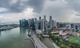 Vue aérienne de Singapour pendant le jour nuageux Photos libres de droits
