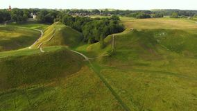 Vue aérienne de site archéologique de Kernave clips vidéos
