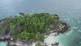 Vue aérienne de stupéfier l'île de Koh Kra en Thaïlande clips vidéos