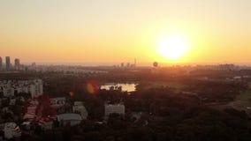 Vue aérienne de Tel Aviv au coucher du soleil banque de vidéos
