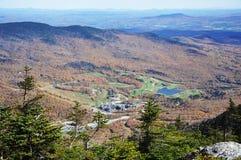 Vue aérienne de terrain de golf et de ressources photos stock