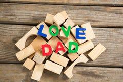 Vue aérienne de texte de papa d'amour avec les blocs en bois Photo libre de droits