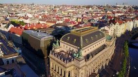 Vue aérienne de théâtre national de Prague clips vidéos